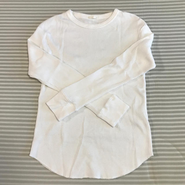 GU(ジーユー)のGU ホワイト ワッフルTシャツ(長袖) レディースのトップス(Tシャツ(長袖/七分))の商品写真