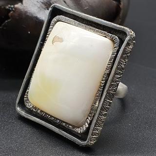バルト産(ウクライナ産)天然琥珀 特大!真っ白ボーンロイヤルアンバーリング(リング(指輪))
