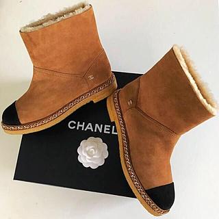 シャネル(CHANEL)の❤️シャネル❤️9月末までの価格❣️美品💖チェーン付き💕ムートンブーツ(ブーツ)