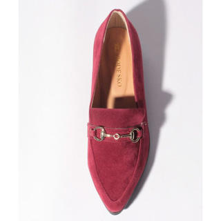 アーバンリサーチ(URBAN RESEARCH)の新品♡定価7020円 クラシックな雰囲気のスエード調ローファー レッド系(ローファー/革靴)