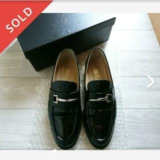 グッチ(Gucci)のグッチ  黒 エナメル ローファー  38(ローファー/革靴)