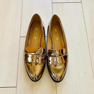 ザラ(ZARA)のZARA♡シルバーエナメル ローファー 23.5cm(ローファー/革靴)
