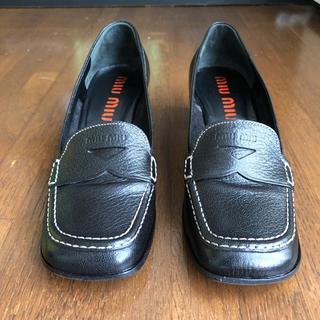 ミュウミュウ(miumiu)の美品 miumiu ミュウミュウ ヒールローファー 革靴 スクエアトゥ(ローファー/革靴)