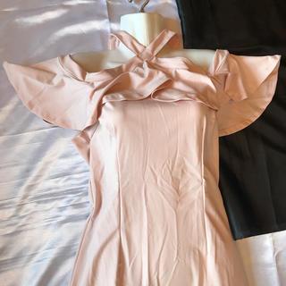 ◆新品◆薄いピンクオフショル+首元クロスミディアムドレス◆(ミディアムドレス)