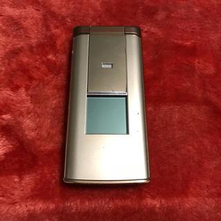 キョウセラ(京セラ)のau KYF32 ゴールド 中古品(携帯電話本体)