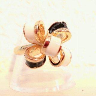 ☆モノトーンのリボンのリング☆送料無料(リング(指輪))