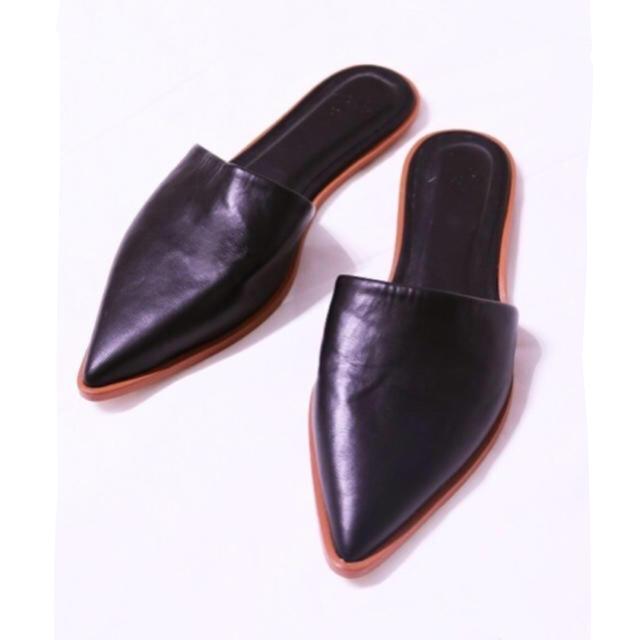 TODAYFUL(トゥデイフル)のTODAYFUL フラットシューズ ぺたんこ レザー スリッパ 黒 ブラック 秋 レディースの靴/シューズ(サンダル)の商品写真