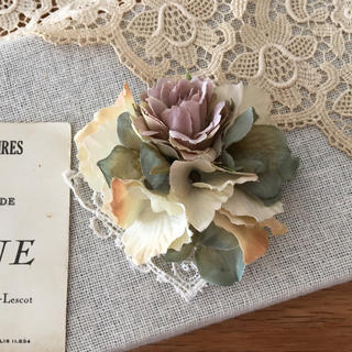 モーブバラとアンティークホワイト、グリーン紫陽花のコサージュ(コサージュ/ブローチ)