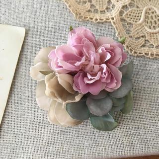 ローズピンクバラとベージュ、ブルーグリーン紫陽花のコサージュ(コサージュ/ブローチ)
