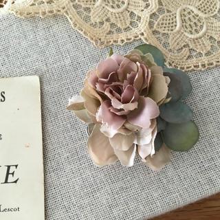 モーブバラとベージュ、ブルーグリーン紫陽花のコサージュ(コサージュ/ブローチ)