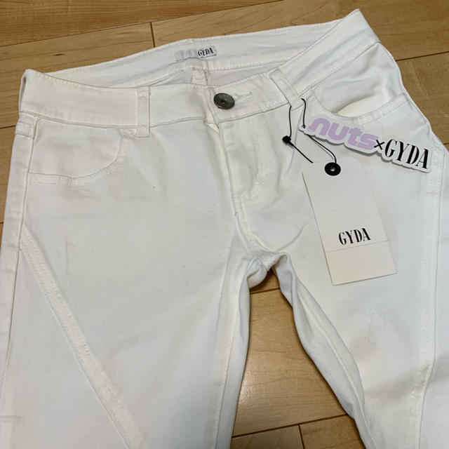 GYDA(ジェイダ)のGYDA 白スキニーパンツ size M  NR03 レディースのパンツ(スキニーパンツ)の商品写真