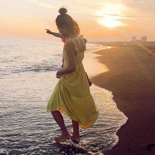 アリシアスタン(ALEXIA STAM)の山中美智子さん着用!Yellow Summer Dress(ひざ丈ワンピース)