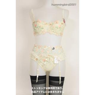 B70 花柄のブラ・ショーツ・ガーターベルト(ブラ&ショーツセット)