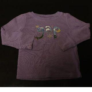 ギャップ(GAP)の【同梱100円】90㎝GAP 長袖Tシャツ 紫 肩スナップ片側あり(Tシャツ/カットソー)