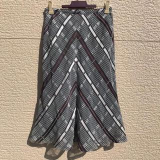 ニジュウサンク(23区)の美品 23区 スカート 白 黒 グレー ブラウン 32(ひざ丈スカート)