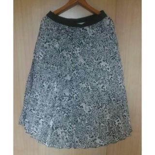 エイチアンドエム(H&M)のH&Mパイソンフラワー柄スカートEUR42新品大きいサイズ15号(ひざ丈スカート)