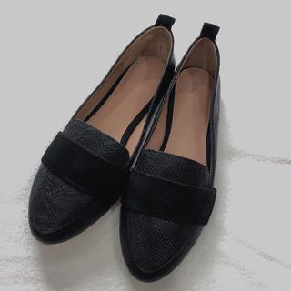 アグ(UGG)のUGG フラットシューズ(ローファー/革靴)