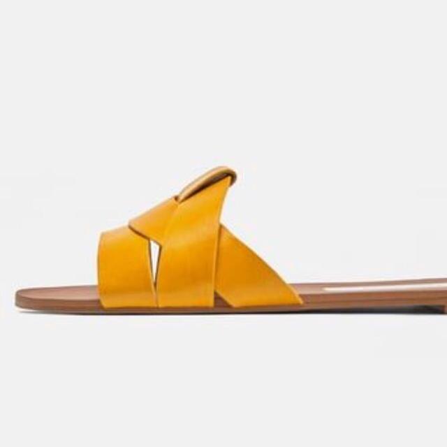 ZARA(ザラ)の入手困難/希少1点‼️【新品 完売】本革仕様◆履くだけでお洒落♡フラットサンダル レディースの靴/シューズ(サンダル)の商品写真