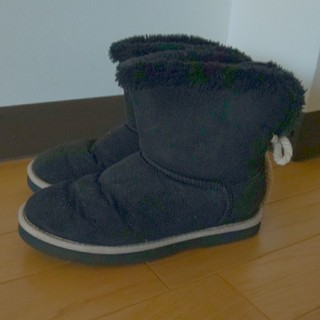 ヌォーボ(Nuovo)の限界価格 NUOVO ムートンブーツ 紐飾りつき ブラック(ブーツ)