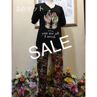 ローズバッド(ROSE BUD)の最終値下げ‼️ カラフル花畑×蝶々のパンツ & UVER world Tシャツ(セット/コーデ)