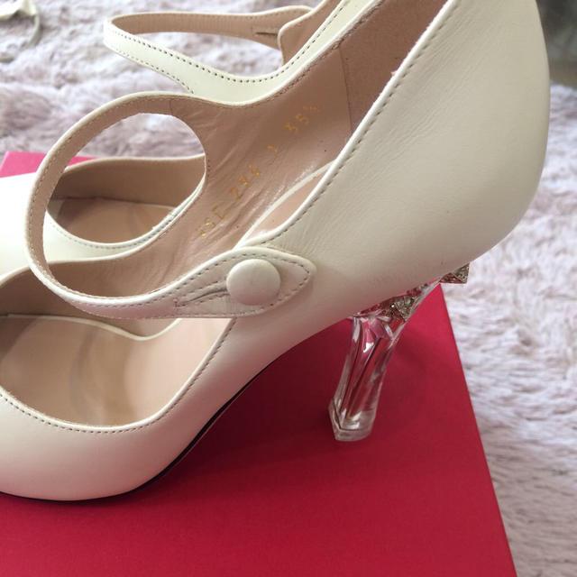 VALENTINO(ヴァレンティノ)の♡新品VALENTINO♡22.5cm レディースの靴/シューズ(ハイヒール/パンプス)の商品写真