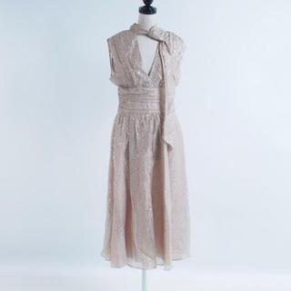 ビーシービージーマックスアズリア(BCBGMAXAZRIA)のBCBGMAXAZRIA ドレス メタリック US6(ミディアムドレス)