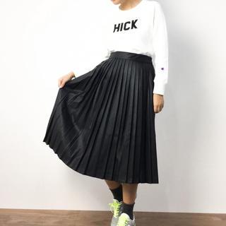 ケービーエフ(KBF)のKBF フェイクレザープリーツスカート(ひざ丈スカート)