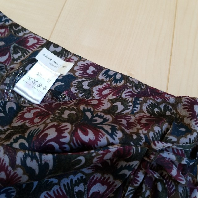 DRIES VAN NOTEN(ドリスヴァンノッテン)のDRIES VAN NOTEN★シルクラップスカート フローラル レディースのスカート(ひざ丈スカート)の商品写真