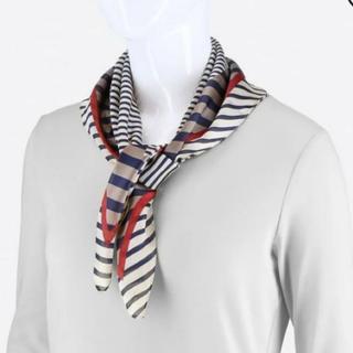 ユニクロ(UNIQLO)のUNIQLO シルキー スカーフ 新品 大人可愛い 上品 バンダナ(バンダナ/スカーフ)