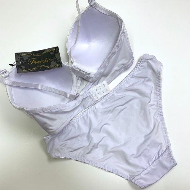 C95LL♡シャボン白♪ブラ&ショーツ 大きいサイズ レディースの下着/アンダーウェア(ブラ&ショーツセット)の商品写真