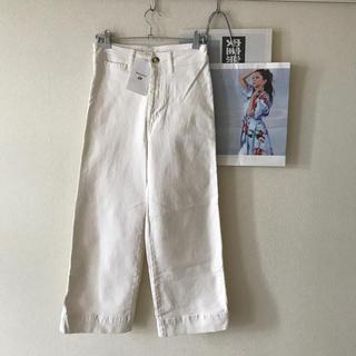 エイチアンドエム(H&M)のショップ袋 号外つき 安室奈美恵 H&M コラボ ホワイト ワイドパンツ(デニム/ジーンズ)