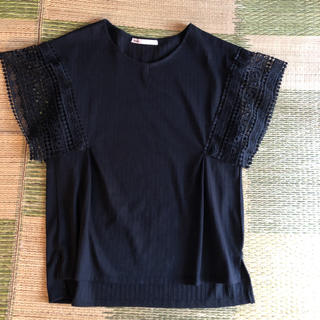イッカ(ikka)の値下げ‼️ゴージャスなレース袖の涼しげトップス(カットソー(半袖/袖なし))