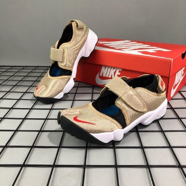 NIKE(ナイキ)のNike Air Rift QS ナイキ ウィメンズ エアリフト ゴールド レディースの靴/シューズ(スニーカー)の商品写真