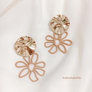 カスタネ(Kastane)の〖再〗gold plate×brown flower pierce*.(ピアス)