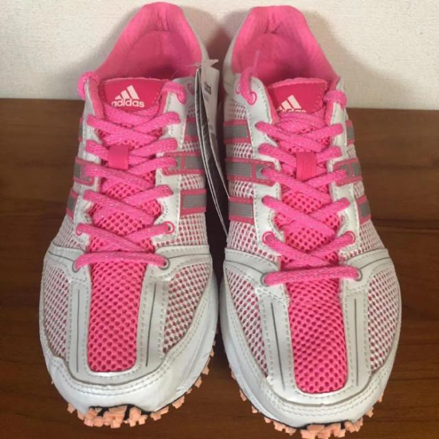 adidas(アディダス)の【新品】adidas ランニングシューズ  adizero Mana7 23.5 スポーツ/アウトドアのランニング(シューズ)の商品写真