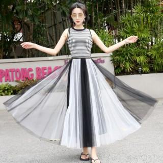 【即日発送】 大きいサイズ モノトーン 白 黒 ロング丈 チュールスカート(ロングスカート)