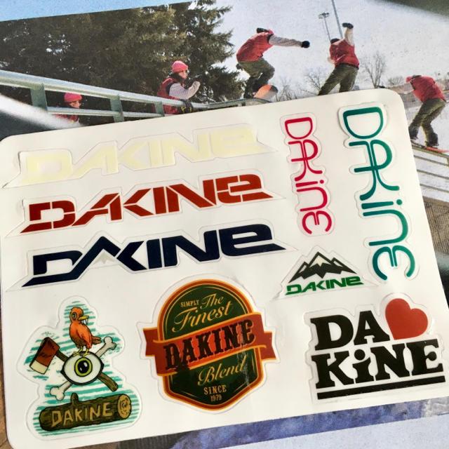 Dakine(ダカイン)のDAKINEダカインUS限定型抜き9種マルチステッカーシート スポーツ/アウトドアのスノーボード(アクセサリー)の商品写真