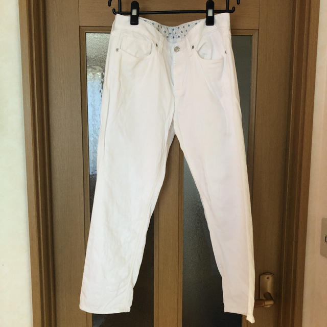 GU(ジーユー)のGU ホワイト デニム  レディースのパンツ(デニム/ジーンズ)の商品写真