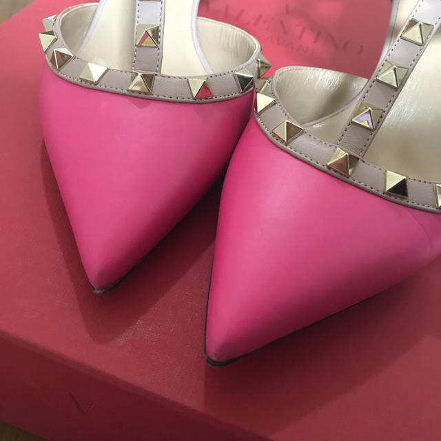 valentino garavani(ヴァレンティノガラヴァーニ)のヴァレンティノ ロックスタッズパンプス レディースの靴/シューズ(ハイヒール/パンプス)の商品写真