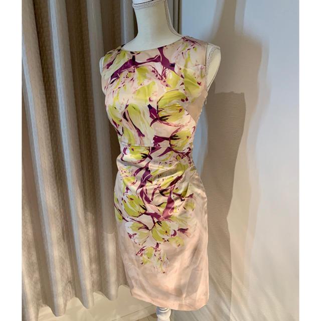 花柄ドレス ワンピース ベージュ レディースのワンピース(ひざ丈ワンピース)の商品写真