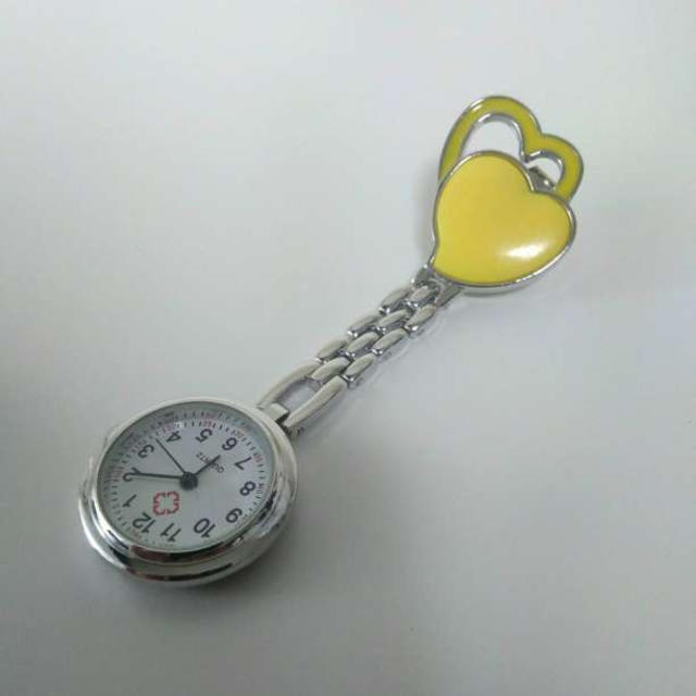 送料無料 ナースウォッチ ハート柄 クリップ式 逆さ文字盤 イエローの通販 by IKEAが好き☆'s shop|ラクマ