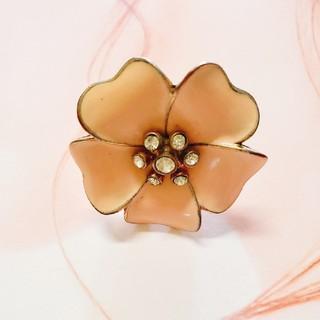 ピンクベージュお花のリング(リング(指輪))