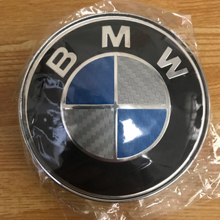 BMW - 新品未使用 BMWエンブレム82㎜フロント ブルー/シルバーカーボン