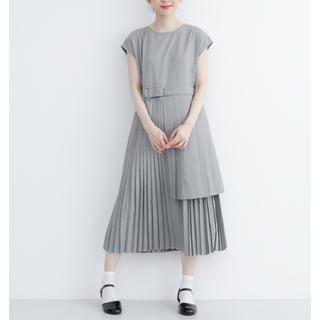 メルロー(merlot)の完売品 アシメントリープリーツ ドレス ワンピース merlot plus(ミディアムドレス)