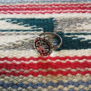 インディアン(Indian)のインディアンジュエリー ホピ族 サンフェイス オーバーレイ シルバーリング 指輪(リング(指輪))