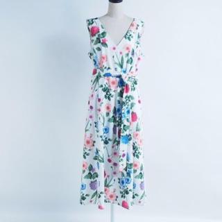 カルバンクライン(Calvin Klein)のCalvin Klein 花柄 フラワー ホワイト 白 ワンピース(ひざ丈ワンピース)