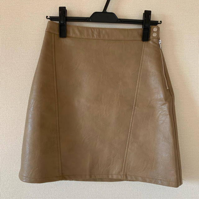 ZARA(ザラ)のザラ フェイク レザー スカート ブラウン ベージュ レディースのスカート(ミニスカート)の商品写真