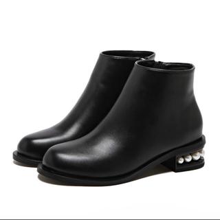 かかとパール ブラックショートブーツ (ブーツ)