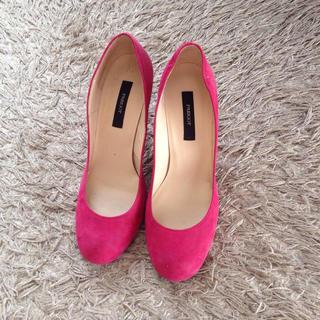 パリゴ(PARIGOT)の差し色に!ピンクのスエードパンプス(ハイヒール/パンプス)