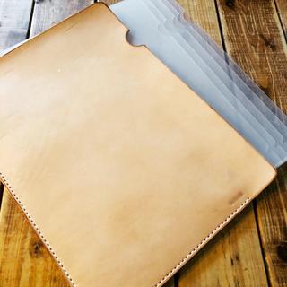 ハンドメイド 栃木レザー ヌメ革 A4 クリアファイル収納ケース 手縫い(その他)